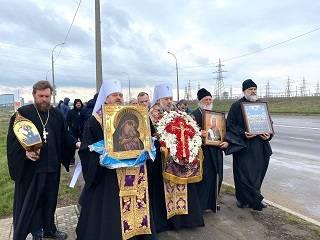 Вокруг Херсона митрополиты и священники УПЦ совершили крестный ход со святынями