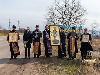 В Сумах священники УПЦ совершили автомобильный крестный ход с чудотворными иконами