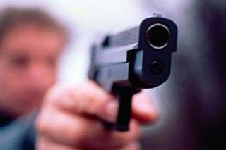 Суровые николаевские копы справили малую нужду на чужое авто и подстрелили его хозяина