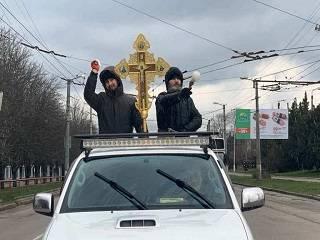 В Кропивницком священники УПЦ окропили улицы крещенской водой