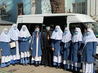 В Одессе на «Привозе» сестры милосердия раздали одесситам маски и антисептики