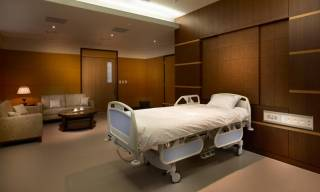СМИ прознали о палатах для VIP-больных коронавирусом. Власти Киева уже запутались в объяснениях