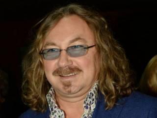 Знаменитый советско-российский певец и композитор «загремел» в больницу с подозрением на коронавирус