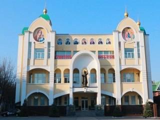В Днепре УПЦ передала 2 тыс масок для прихожан и духовенства