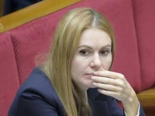 Коронавирус «поразил» депутата Рады, проговорившуюся о «черных зарплатах» для парламентариев