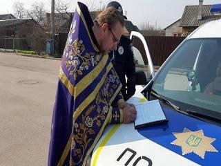 На Волыни священнику УПЦ выписали административный штраф за службу на улице без масок