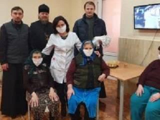 На Закарпатье священники УПЦ передали территориальному центру по оказанию социальных услуг маски