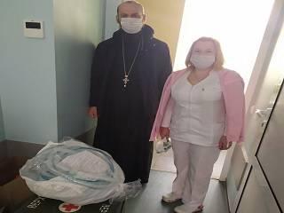 В Киеве верующие УПЦ купили аппарат ИВЛ для Городской клинической больницы №10