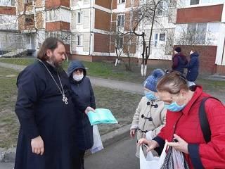 Монахи Десятинного монастыря раздали средства защиты от коронавируса в домах престарелых, детдомах и психбольницах