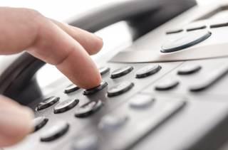Куда украинцам звонить во время карантина: номера всех «горячих» телефонов