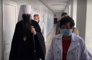В Виннице УПЦ передала медикам 3 тыс тестов на коронавирус