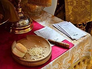 В лаврах и монастырях УПЦ можно подать записки онлайн