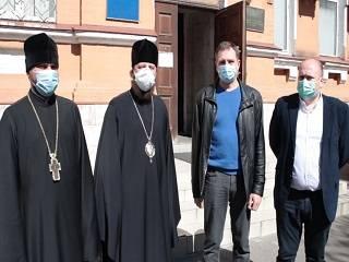 В Киеве УПЦ передала медикам более 13 тыс тестов на коронавирус