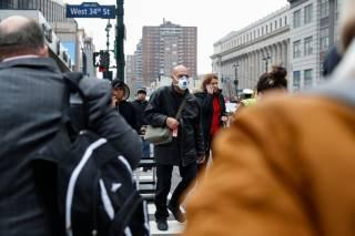 Жители Нью-Йорка продолжают массово умирать от коронавируса