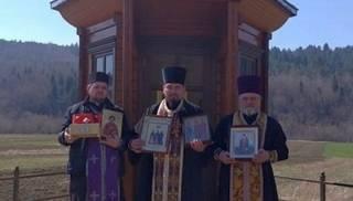 На Львовщине священники УПЦ совершили автомобильный крестный ход с молитвой о прекращении пандемии