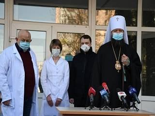 В Житомире УПЦ передала медикам тесты на коронавирус