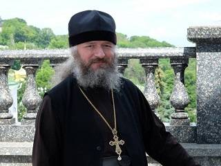 Духовник Киевских духовных школ рассказал, что защищая себя от вируса, нужно думать, как перестать грешить