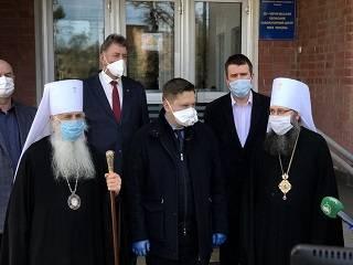 В Чернигове УПЦ передала центру по диагностике коронавируса 2900 тестов