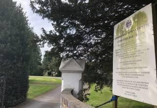 Британка умерла на похоронах собственной матери, которая скончалась от коронавируса