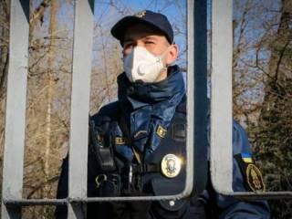 Полиция официально отказалась обеспечивать незаконный комендантский час на западе Украины