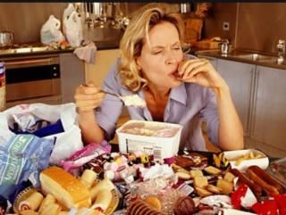 Как перестать заедать карантинный стресс? Советы психолога