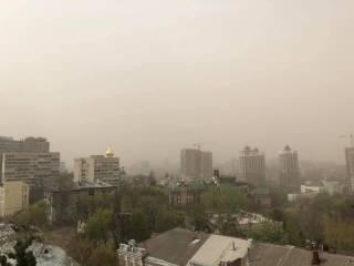 Мощная пылевая буря накрыла Киев и область