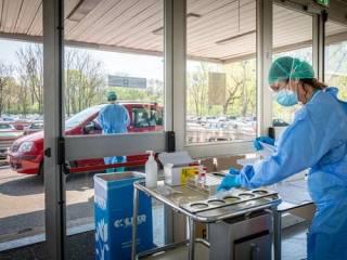 В Италии рекордно снизилось число новых заражений коронавирусом, но снова растет смертность
