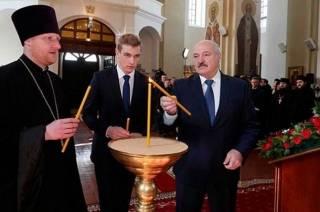 Лукашенко не испугался и пришел в храм без маски