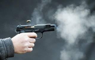 В Черновцах мужчина внезапно открыл стрельбу прямо на улице