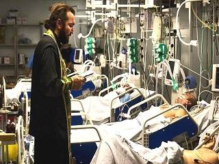В УПЦ решили, как священники будут причащать больных коронавирусом