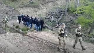 На Закарпатье эпично задержали нелегалов из Афганистана