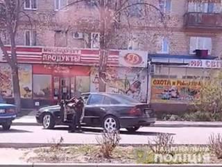На Запорожье 10-летний пацан приехал в магазин за рулем «Мерседеса»