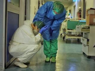 Более 400 итальянцев «сгорели» от коронавируса за сутки. Но без рекорда не обошлось