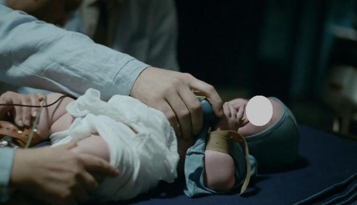 Издевательства над младенцами в фильме «Дау. Дегенерация»