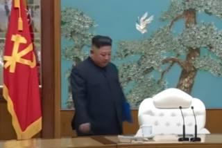 Живой и здоровый: Ким Чен Ын встретился с рабочими после слухов о своей смерти