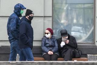 Украина выйдет из карантина к середине лета, но будет еще одна волна — врач-эпидемиолог