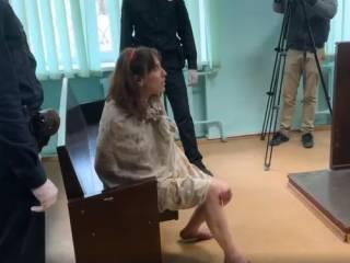 Неадекватка, отрезавшая голову собственной дочери, устроила скандал в зале суда