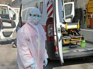 За сутки коронавирусом заразились около сотни украинских медиков