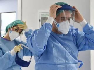 Украинские медики продолжают массово заражаться коронавирусом