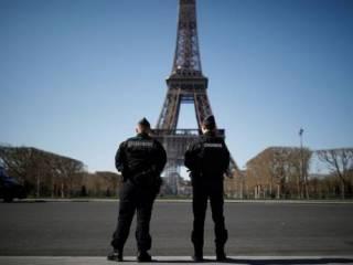 Во Франции решили продлить тотальный карантин
