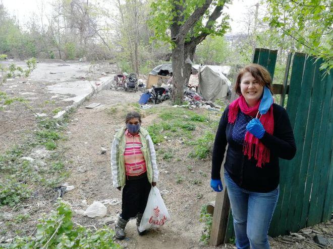 В Киеве волонтеры оказали помощь бездомным и ромам