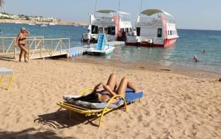 Власти двух туристических мекк начали смягчать условия карантина. Но не для всех