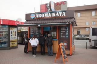 С сегодняшнего дня в Киеве снова можно торговать кофе и шаурмой