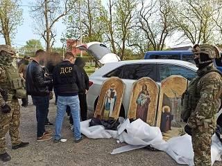 Правоохранители задержали преступников, которые похищали иконы из храмов