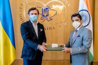 Спазмы, потеря зрения и мигрени: Индия поставила в Украину сомнительные «таблетки от коронавируса»