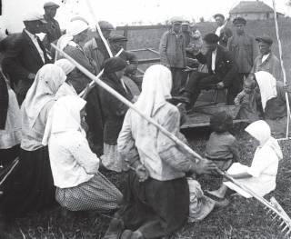 Провели газ и воду – разрушили украинское село: что пишут об СССР в школьных учебниках