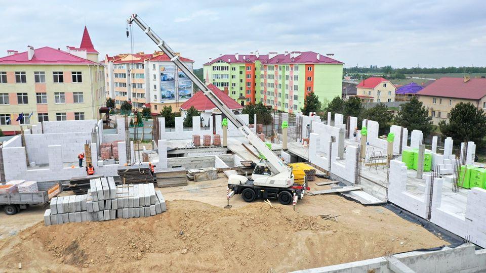 Строительство школы и детского садика в поселке Авангард