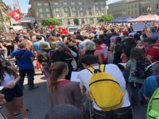 По Швейцарии прокатилась серия митингов против карантина