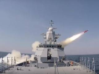 Иранский фрегат поразил ракетой дружественное судно в Оманском заливе ‒ есть жертвы