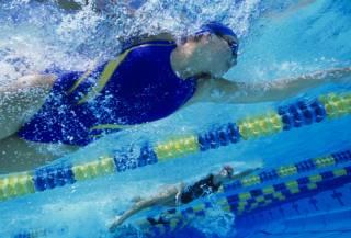В бассейне невозможно заразиться коронавирусом, - заявление АРУ